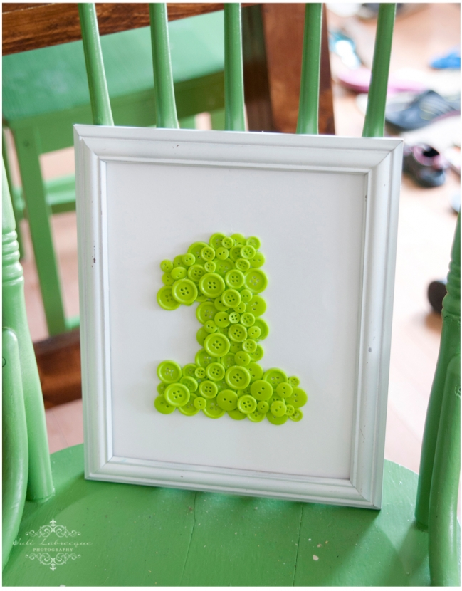 1 in picture frame on green chair